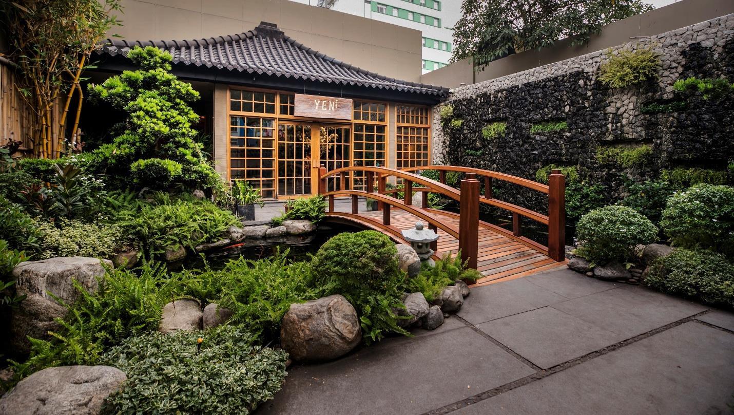 Bên trong nhà hàng Nhật cao cấp tại TP.HCM