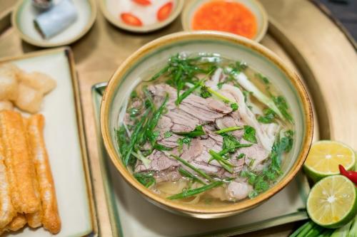 Nhà hàng chỉ bán 100 tô phở mỗi ngày ở Sài Gòn