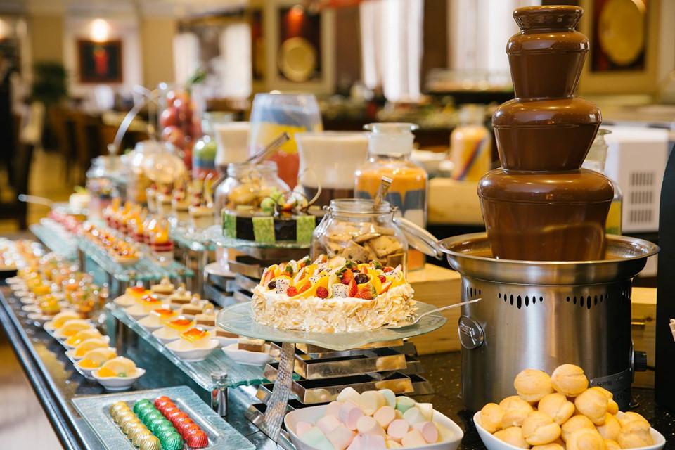 Tận hưởng trà chiều phong cách châu Âu như hội con nhà giàu