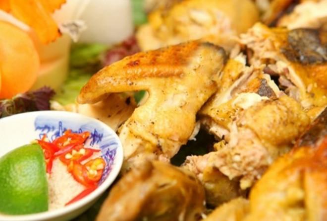Thưởng thức hương vị quê nhà với món gà ủ lá sen