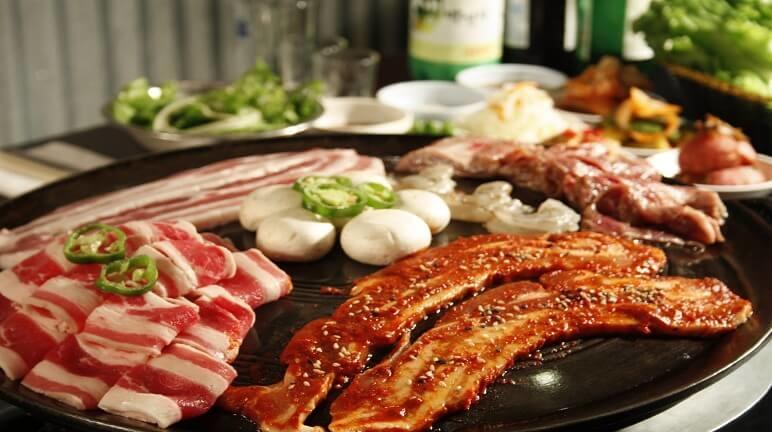 Thưởng thức salad và trà làm từ sâm bao tử Hàn Quốc tại Hà Nội